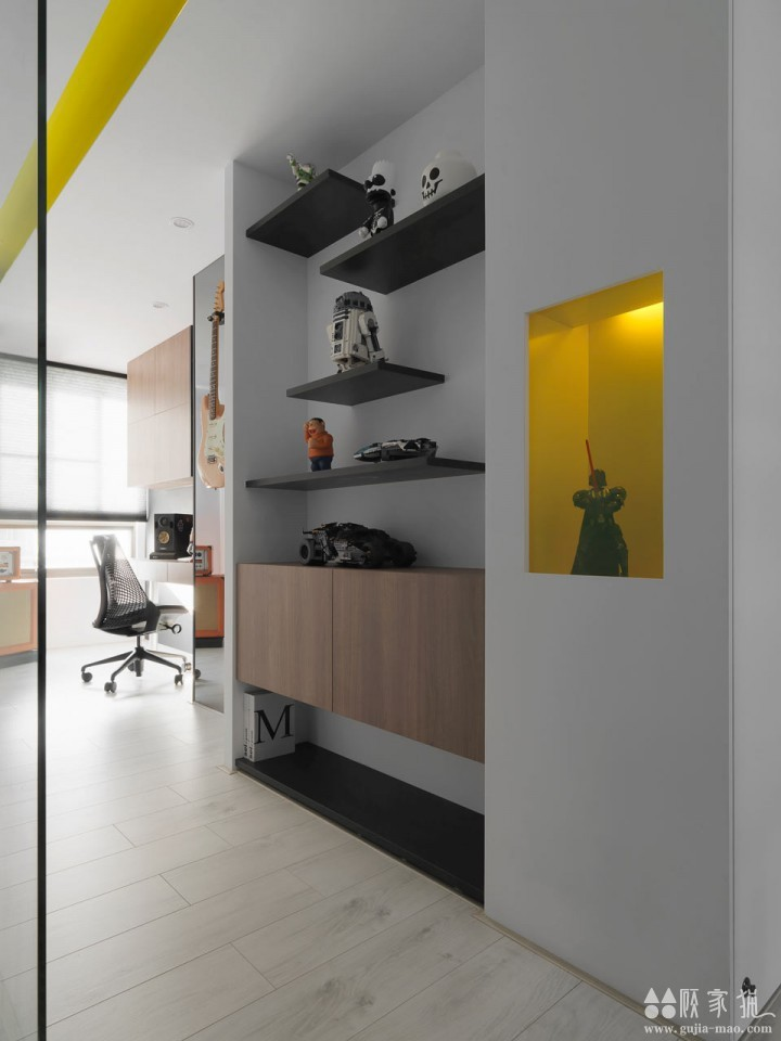 通过色彩表达心情-黑黄搭配创意公寓装修